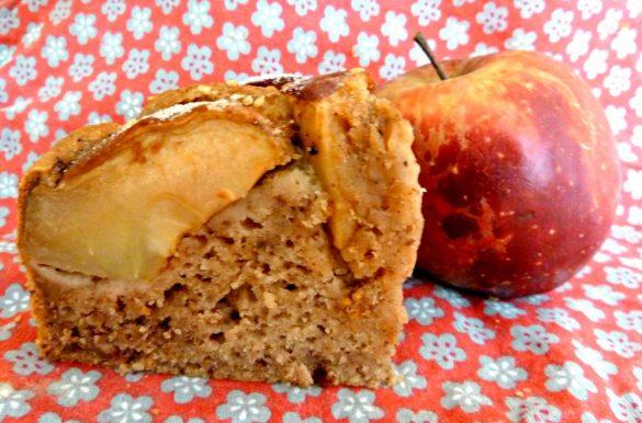 Gâteau vegan pommes-dattes sans sucres ajoutés ni matière grasse!